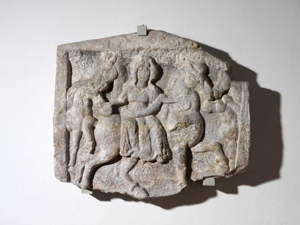 Weihestein für die Pferdegöttin Epona von